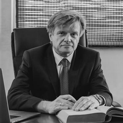 Adwokat Paweł Książek